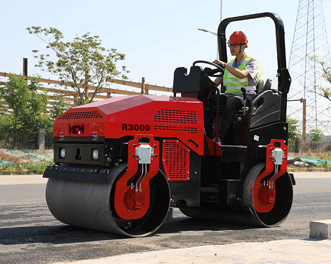 MCM R3000 Asphalt Road Roller Compaction Machine